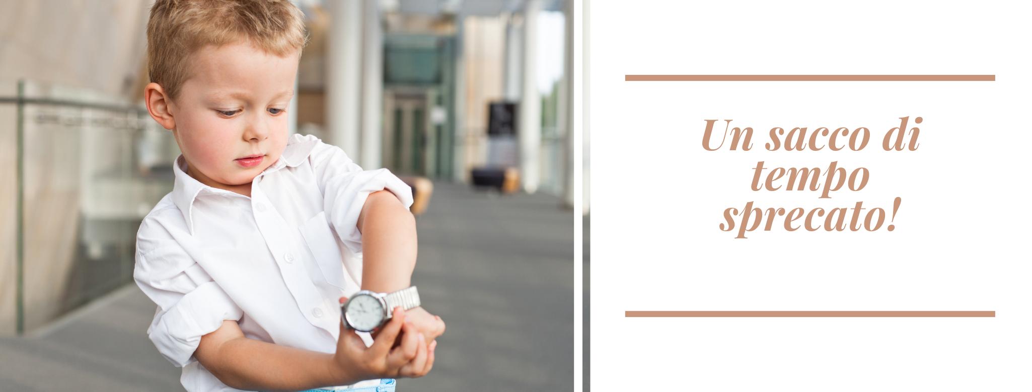 foto: bambino che mostra l'orologio. scritta: Un sacco di tempo sprecato!